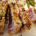 Tagliata di tonno con panatura di frutta secca