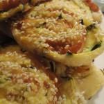 Girelle Sfogliate con Zucchine, Scamorza e Sesamo