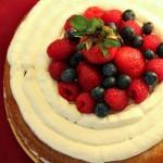 Small Naked Cake alle fragole e frutti di bosco