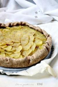 Torta rustica con pasta matta integrale, verza e patate