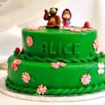 Masha e Orso e la Torta di Carote e Cioccolato